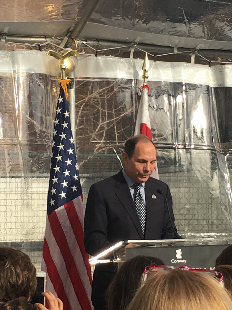 @DeptVetAffairs Secretary Bob McDonald toasts new homes for homeless DC veterans @MayorBowser @dc_ova https://t.co/M1nDaqlTPD