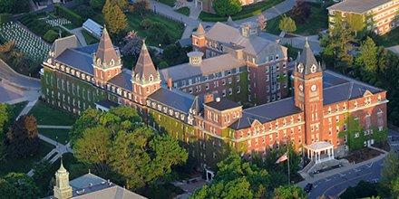 Holy Cross has the most beautiful college campus in Massachusetts according to @GoLendEDU https://t.co/m0xYaA0LzX https://t.co/5CWcZd7ZQi
