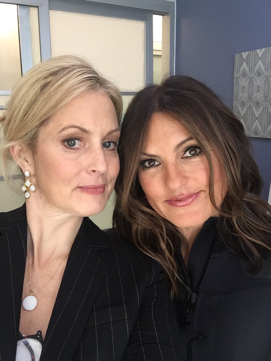 Watch @Mariska on @nightcap tomorrow night on @PopTV Did you know she is THE FUNNIEST PERSON I KNOW? #Sistas https://t.co/lxzSOaUmZg