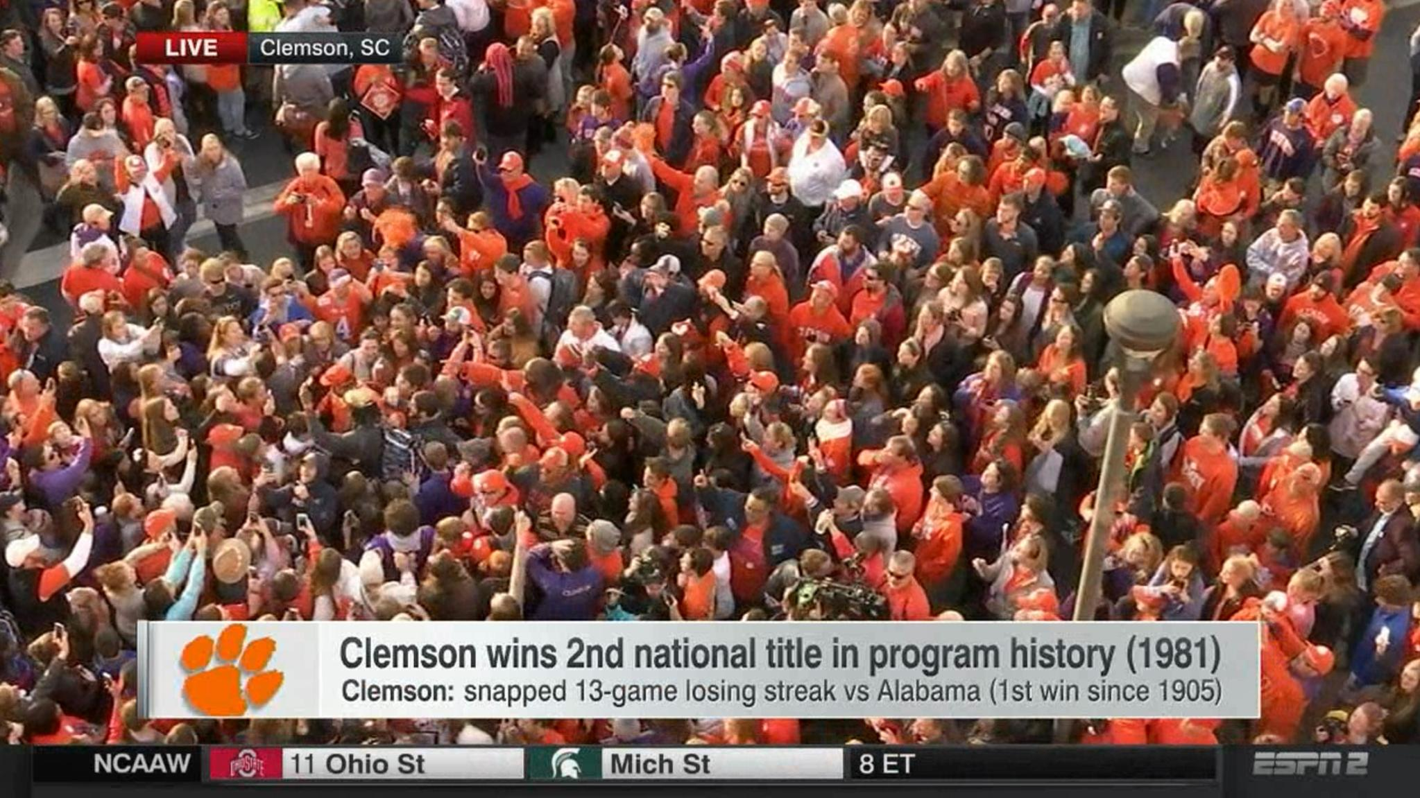 Somewhere in this crowd is Mike Williams. #LIVEonSC https://t.co/O9qE5ILE99