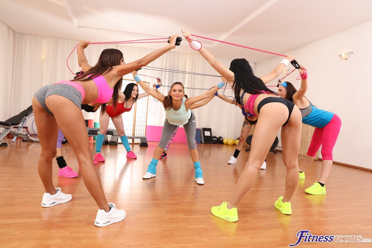 1 pic. What a beautiful sight.. 😍 A group of gorgeous #gym girls on a #WorkOut 💪 https://t.co/ex0LfHeoX5