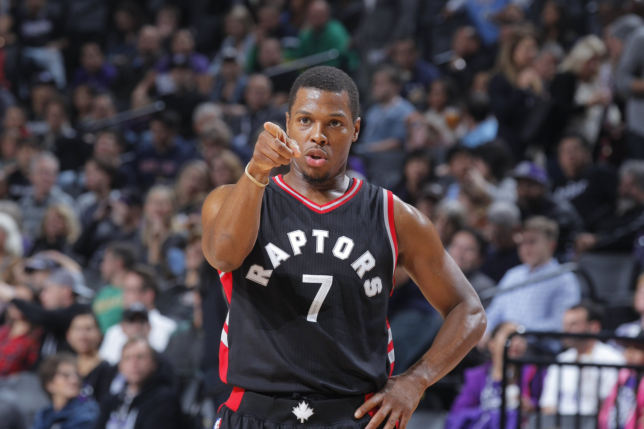 Hey YOU... yes you... hit Retweet.  Kyle Lowry #NBAVote https://t.co/BSM1rFLhV7