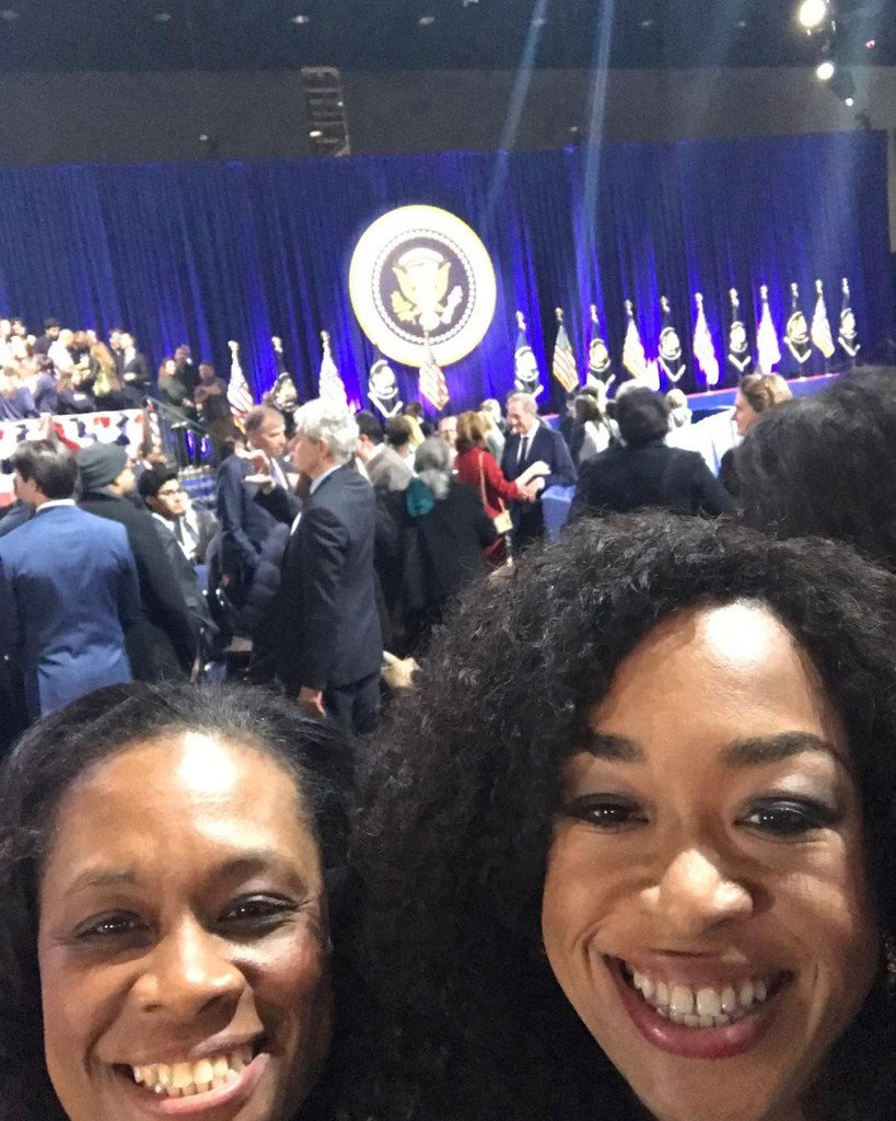 RT @shondarhimes: Here to show our love for our Potus. #obamafarewell https://t.co/8JG5FRW955 https://t.co/raZCfhSGhT