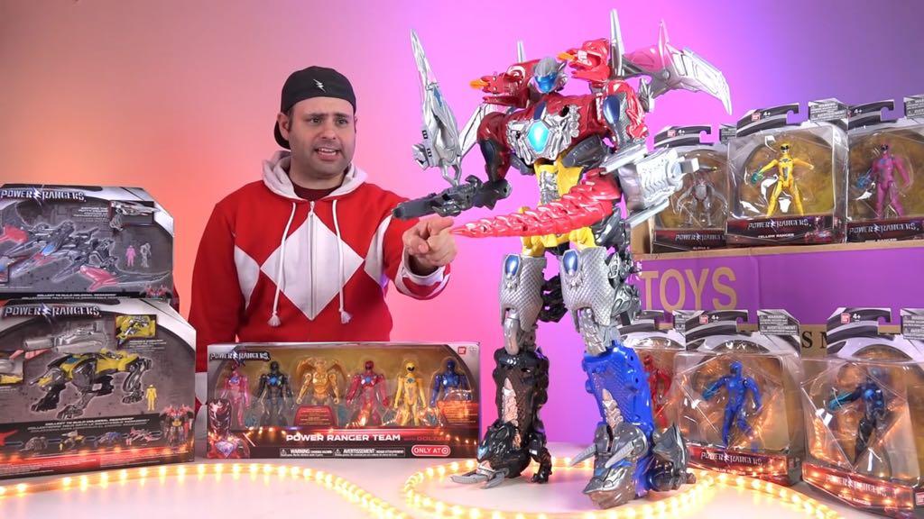 パワーレンジャーの玩具デカすぎるやろ!!!!めっさアメリカンや……!!! https://t.co/b0vHDtgICJ