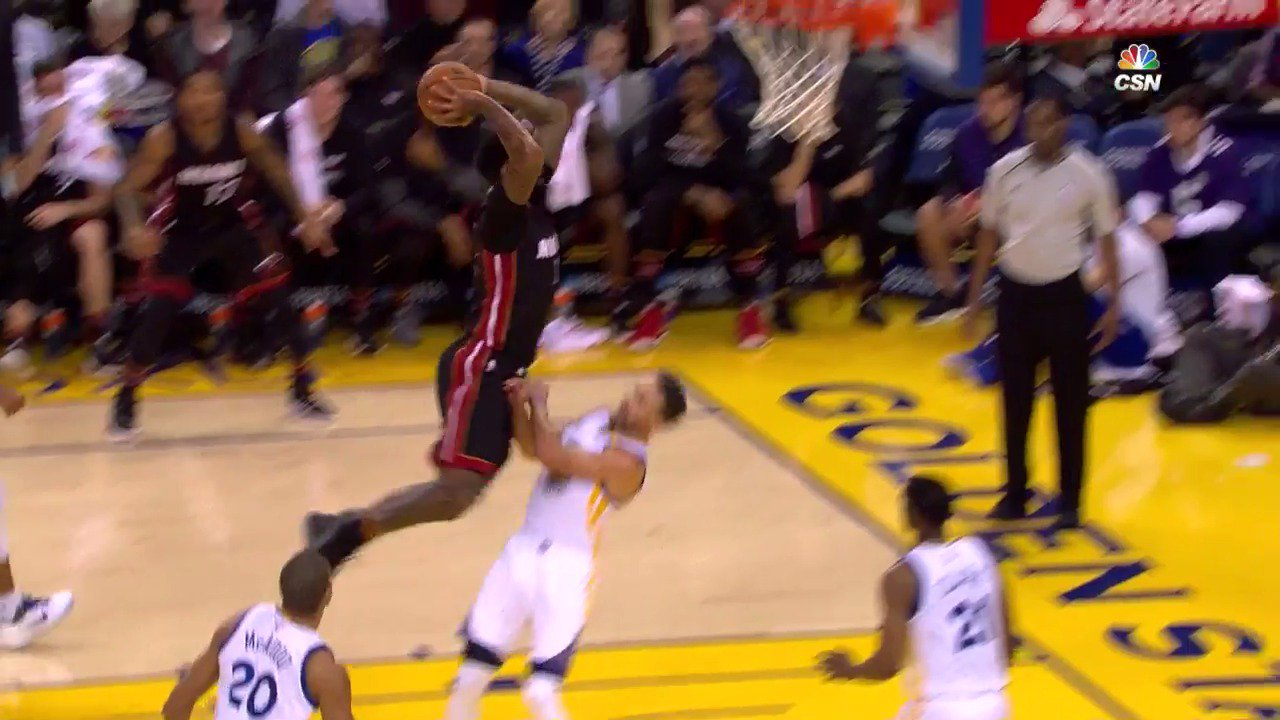 Relive the top dunks from last night's action around the @NBA! ���� https://t.co/hwanrrIG6j