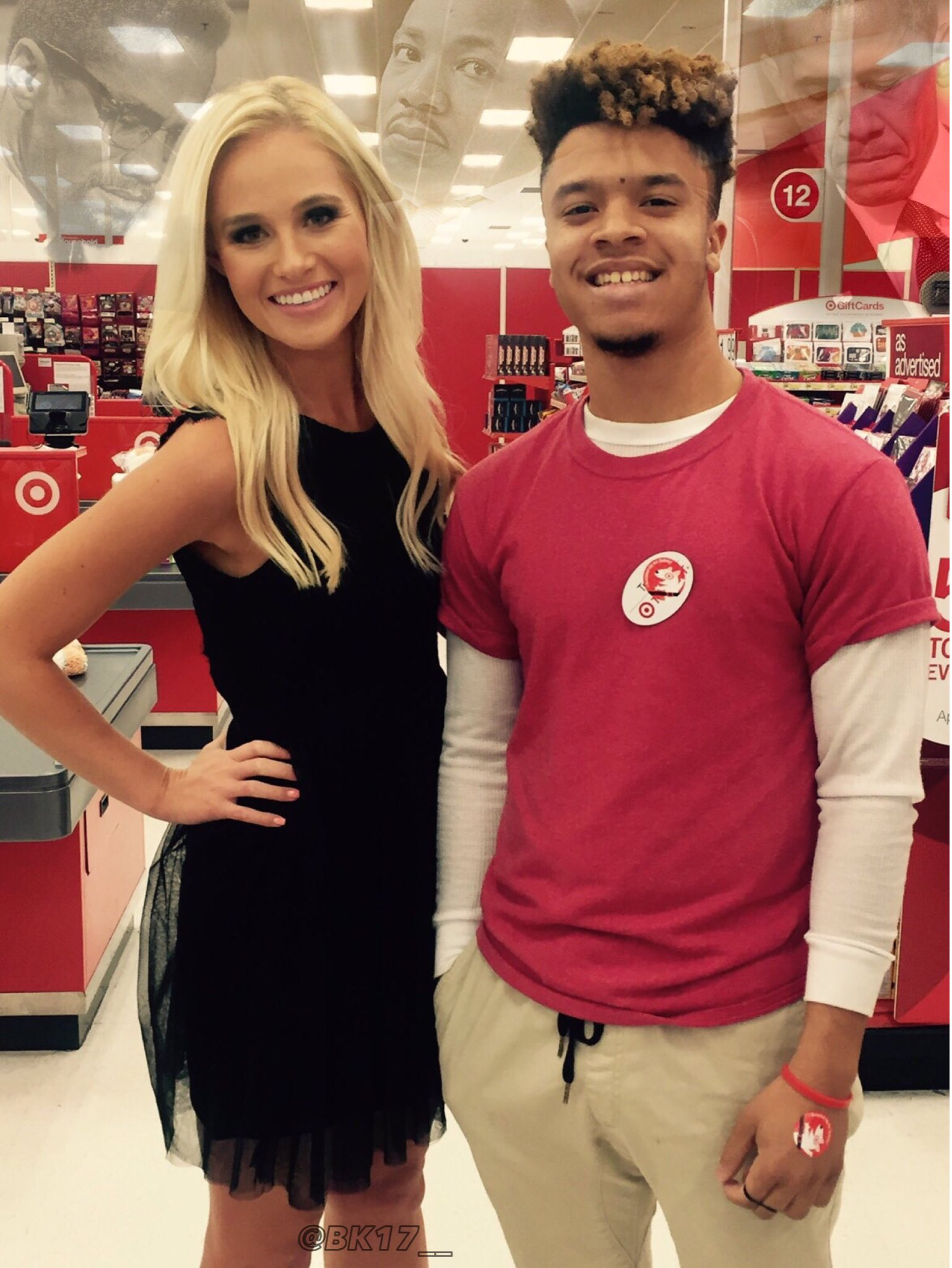 What's that in the background??? RT @Uhh_Desmond: So I met @TomiLahren at work today. How was your Tuesday? https://t.co/3MOsps31R3