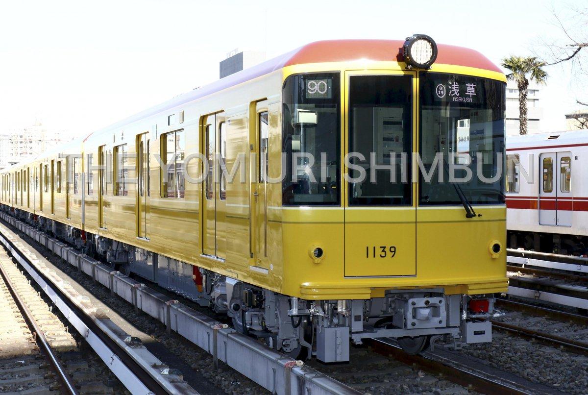 東京メトロは、銀座線を走る特別車両を公開。銀座線が開業した1927年当時の車両をモチーフにしたレトロな内装が特徴です。 https://t.co/o0X0C1fCi4  動画はこちら、https://t.co/LUgRBcL6e3 https://t.co/ndNyCc8N4h