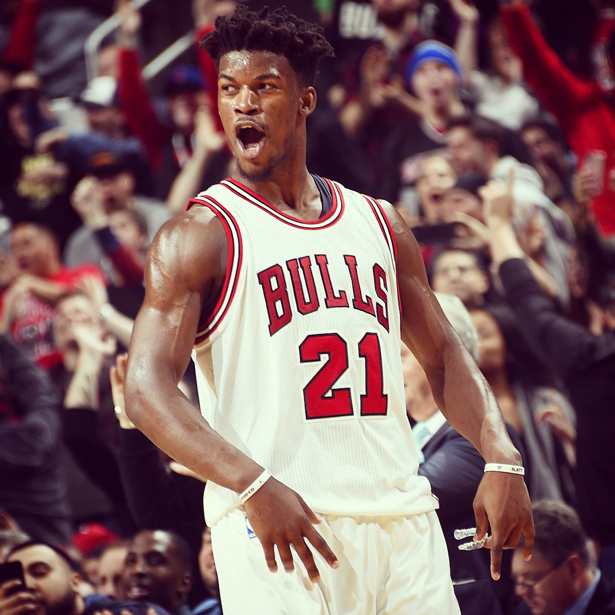1 RT = 1 VOTE  Come on #BullsNation, let's send @JimmyButler to the All-Star game! #NBAVote https://t.co/FCD2oAaQAW
