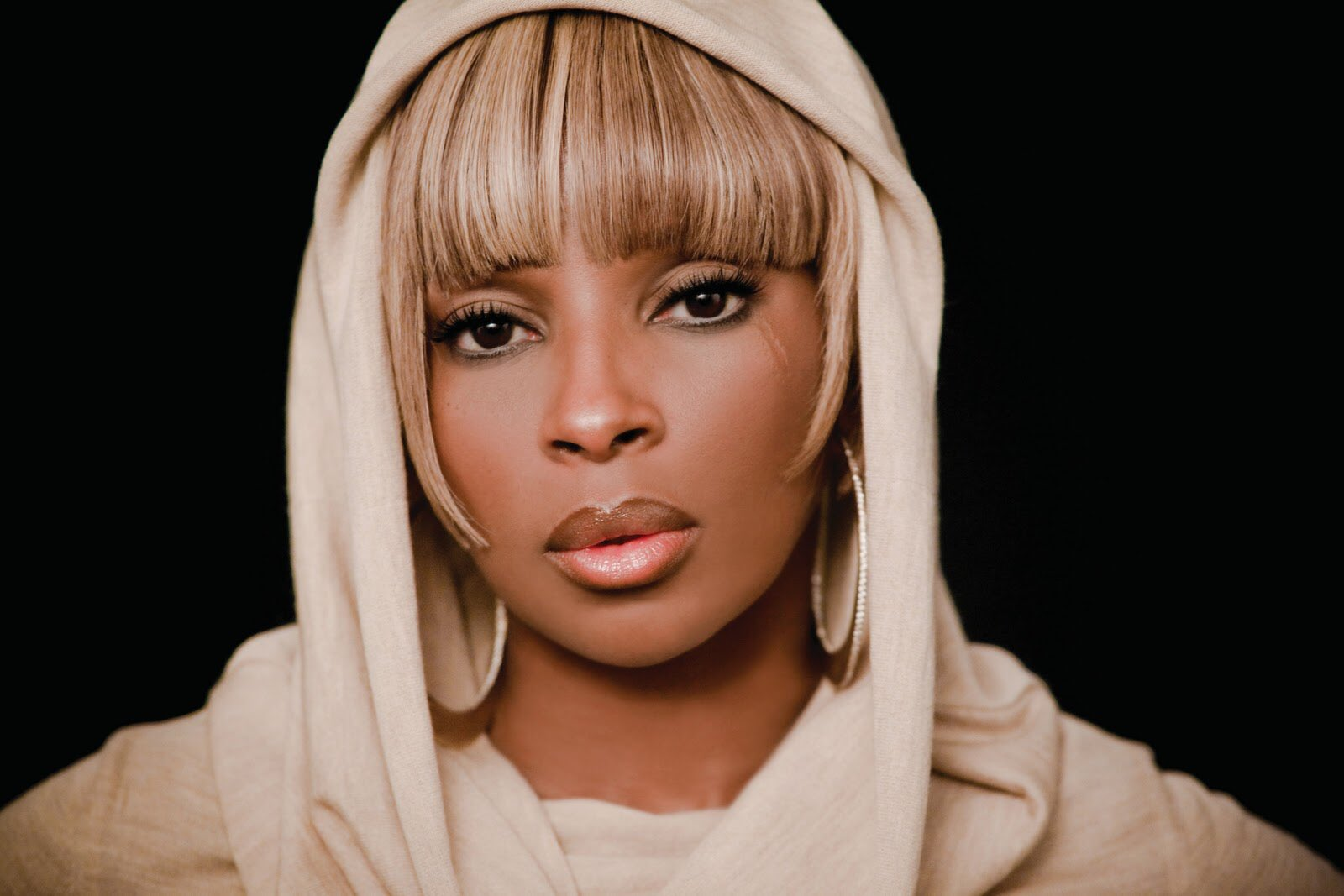 Happy bday Mary j Blige inside of the R&B Lunch Mix at 12 noon