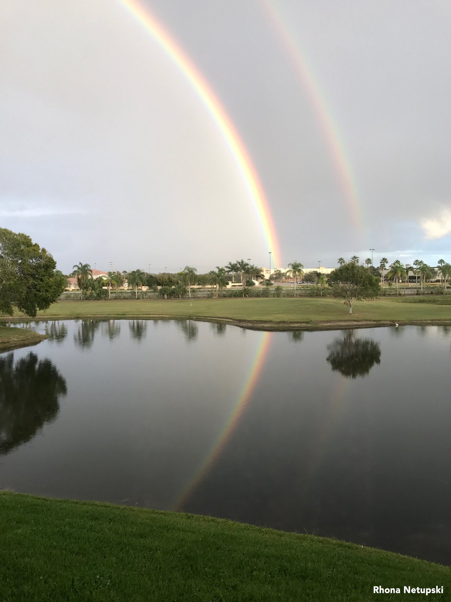 Gorgeous photo of a double rainbow in Vero Beach, Florida. ��: @Ronet33 https://t.co/LdOIkmtMfa