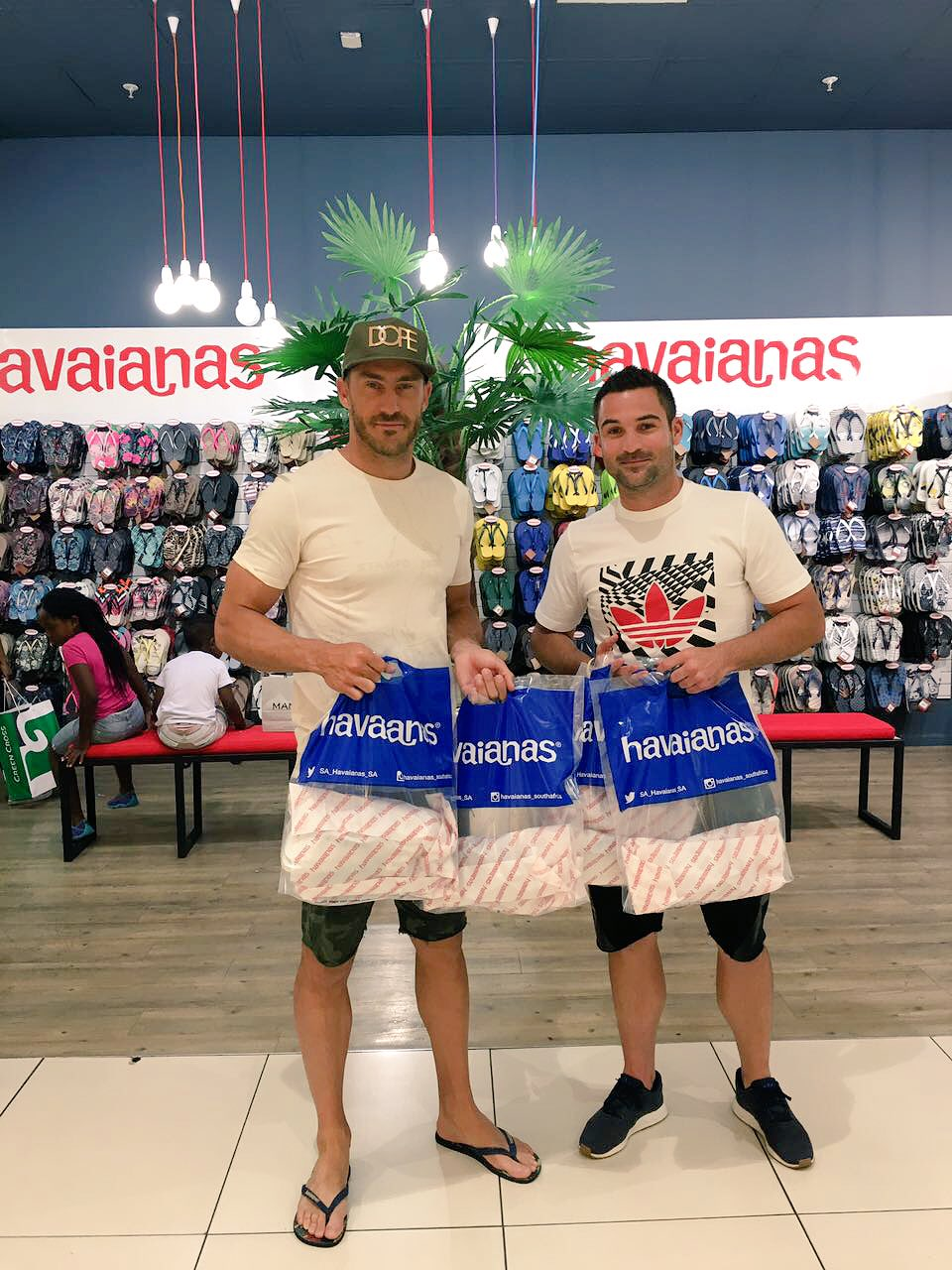 Thanx @BrettSoulman @SA_Havaianas_SA for sorting us out with some slops for the new year.���� https://t.co/djCI60fgA7
