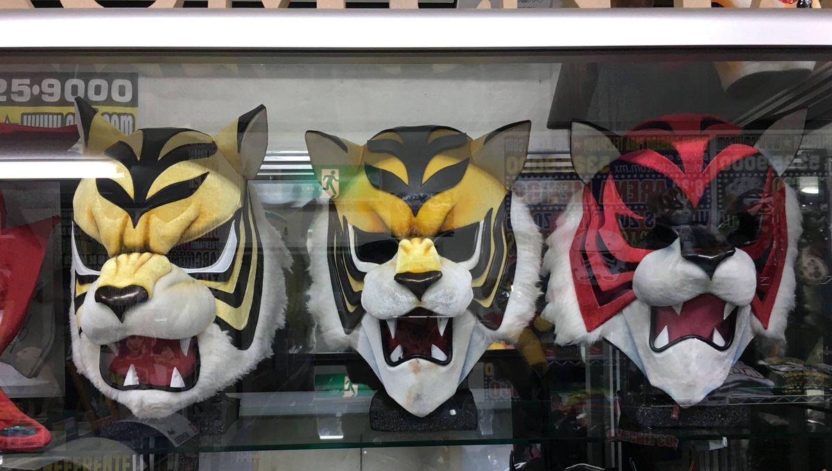 覆面屋工房さんにはタイガーマスクWのマスクも展示されてます。前回のマスクと1.4のバージョンぜんぜん違うな