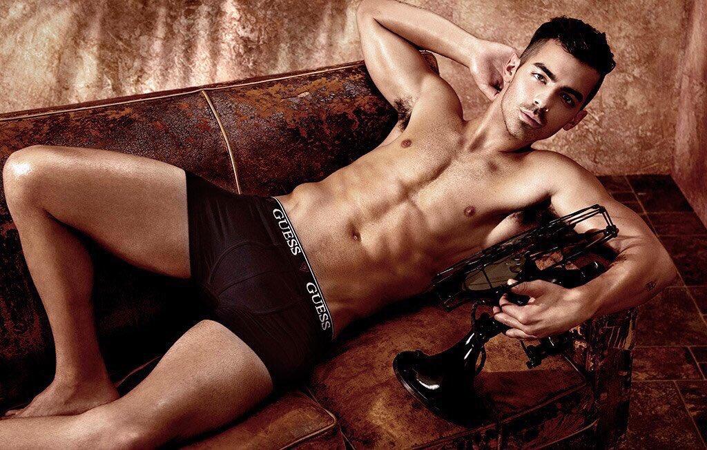 Who is Hotter: Joe Jonas vs Nick Jonas  RT for Joe Jonas  Like for Nick Jonas https://t.co/Lyr1Kl8JQz