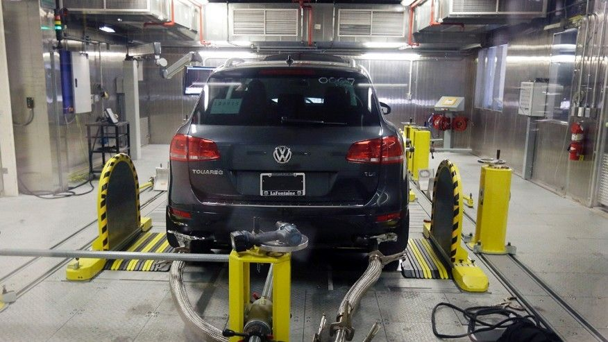 VW pleads guilty in emissions scandal; 6 employees indicted  https://t.co/4ikeq1wQo3 https://t.co/cNzkhjNN5k