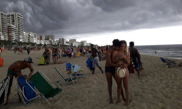Rio entra em estágio de atenção e pode ter chuva forte nas próximas horas. https://t.co/wbmnHFbipK [@OGlobo_Rio]