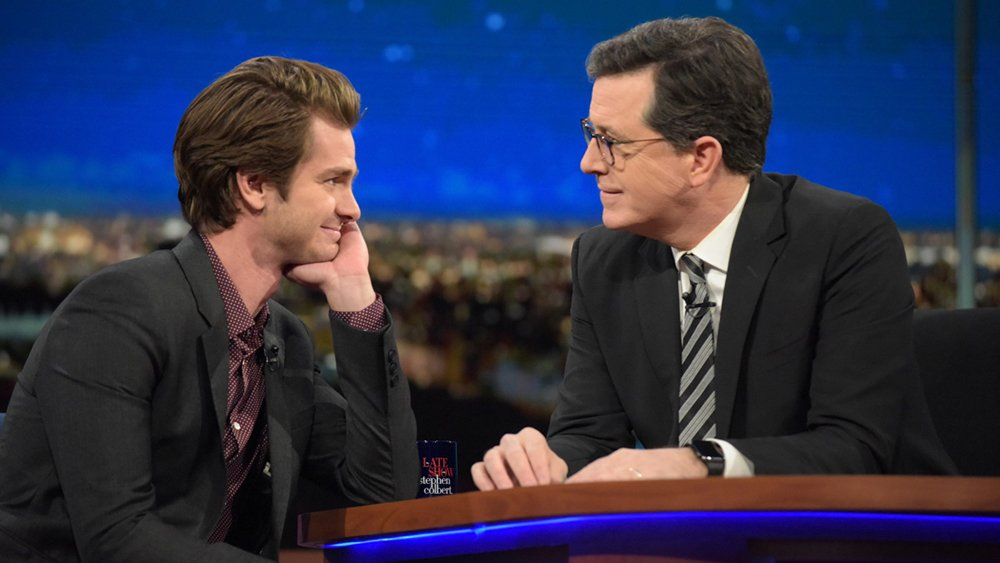 Andrew Garfield explains that GoldenGlobes kiss with Ryan Reynolds