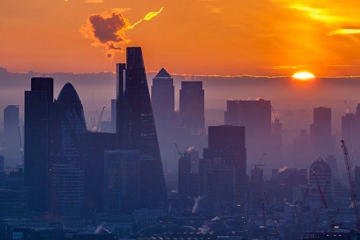 Amazing photos of London in the fog: https://t.co/sdcgQ3ZzrT https://t.co/Q9oqdsqoHI