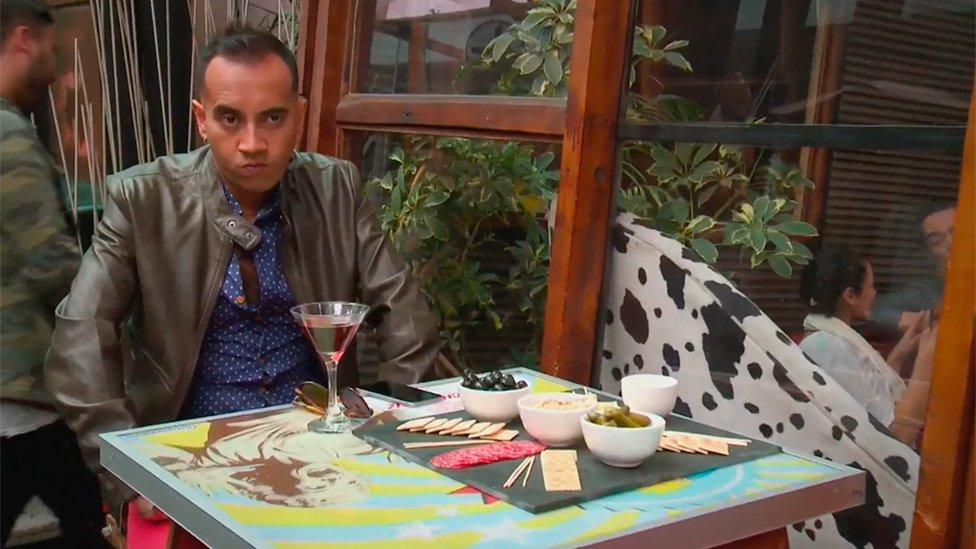 Marco quedó full plantado en la cita #lailusiondeblanca - scoopnest.com