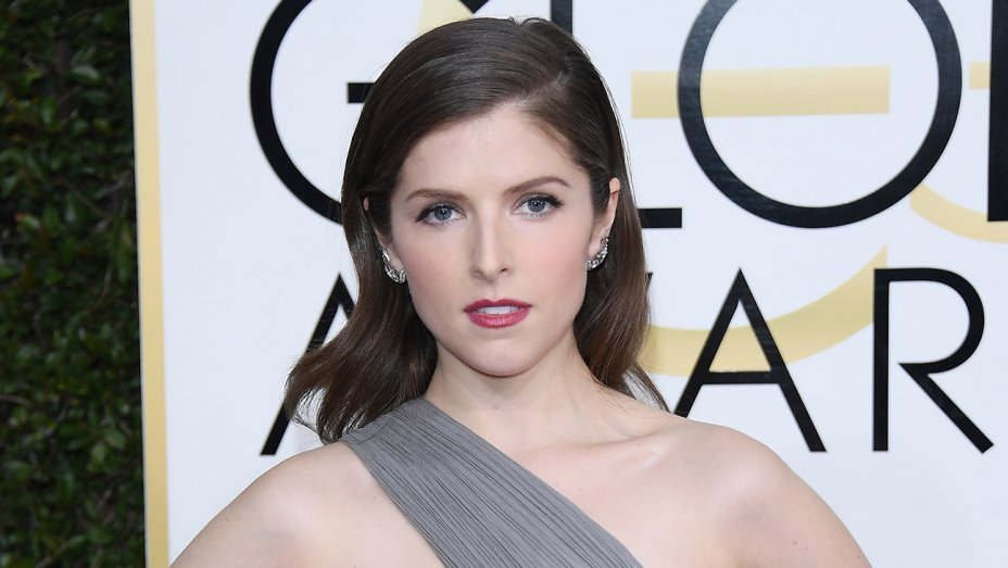 .@AnnaKendrick47 in talks to play female Santa Claus for @Disney movie https://t.co/Jv28IqGeZE https://t.co/gJOel9SudT
