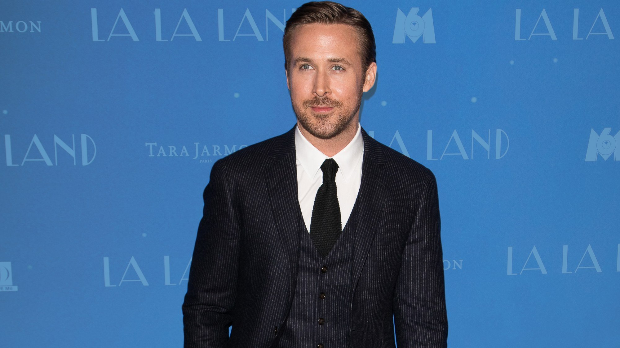 You should buy Ryan Gosling's suit right now (because you can) https://t.co/SCYauq2pnI https://t.co/sxpJdJNKKa