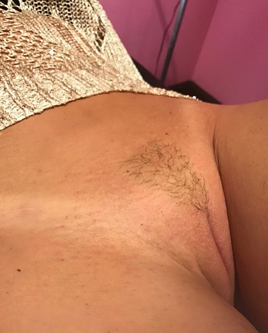 My new #tanlines and landing strip  I'm digging it 👌🏾 https://t.co/P2pX2HQOf3