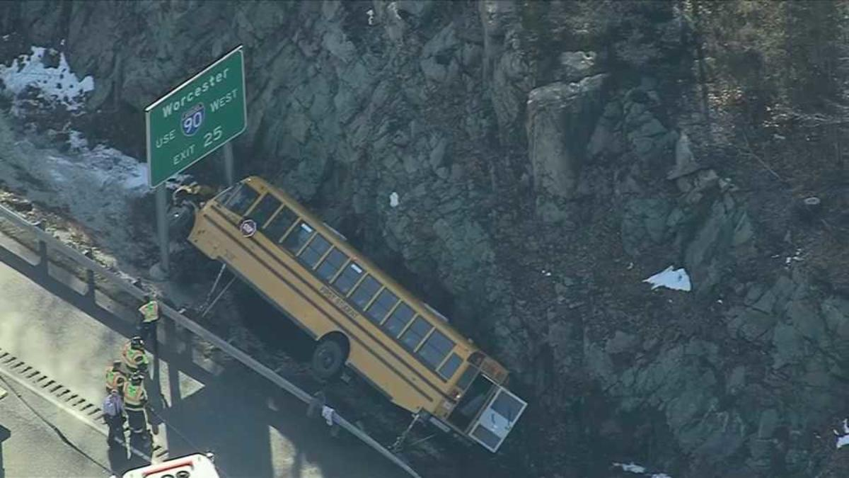 School bus rollover leaves 10 children with minor injuries https://t.co/bGqfnxUf29 via @NECN https://t.co/vw44BtqPCv