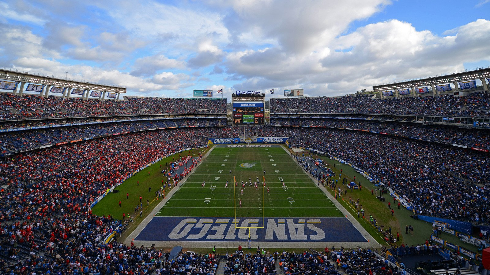 Reports: #SanDiegoChargers to announce move to Los Angeles as early as Thursday. #NFL https://t.co/aMTHcjtcuV https://t.co/MUpPkvVtAC