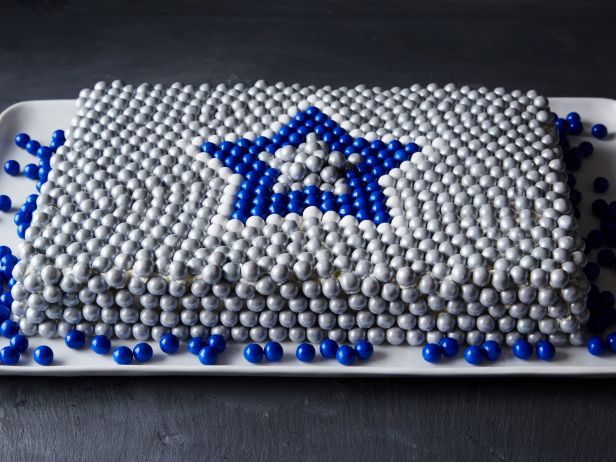 We created a candy centerpiece for every football team. Browse 'em all: https://t.co/Jwufe7ObkM. https://t.co/oWuN5lwROb