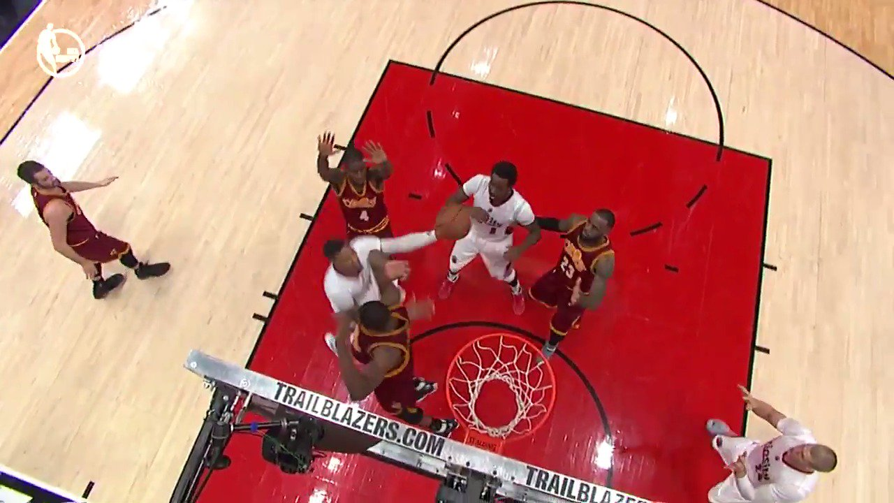 .@Dame_Lillard with the tough finish + 1! �� https://t.co/nrzKnYnLxO
