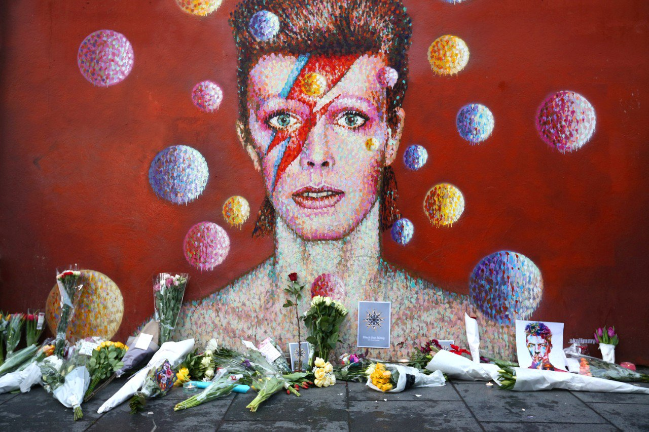 "David Bowie's producer a year after his death: ""I've been through every stage of grief"" https://t.co/N9jj36mvMT https://t.co/MW5pIbokF4"