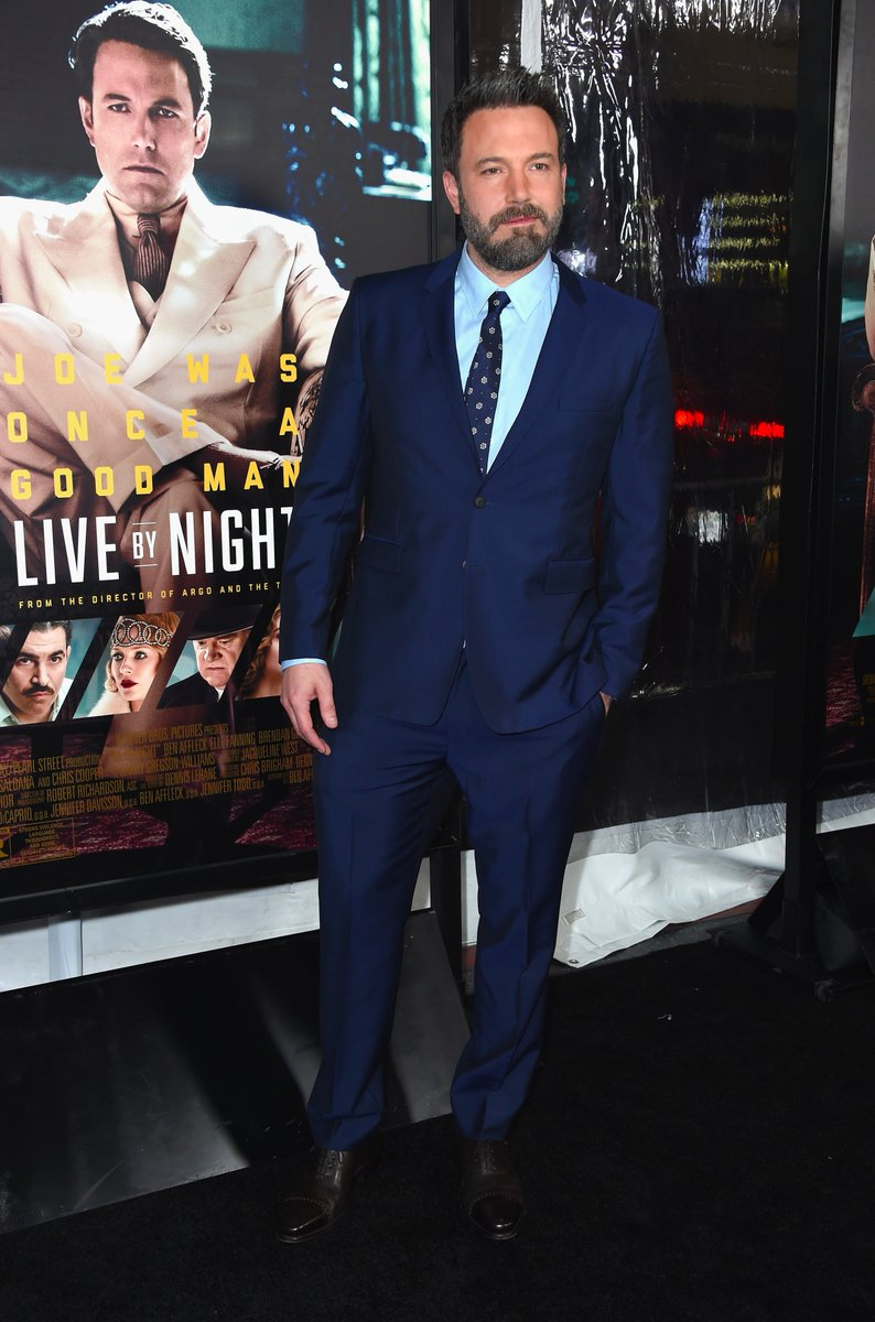 Actor and director of #LiveByNight, @BenAffleck, wearing @Burberry tailoring to this week's premiere in Los Angeles https://t.co/0RMeFt5uLn