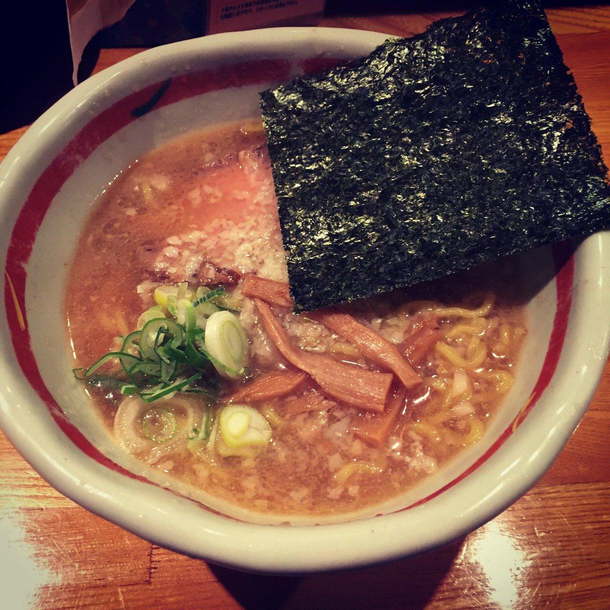 何故か佐蔵が18時過ぎてもオープンしなかったので、近くのるるもへ。 (@ らーめん るるも in 長野市, 長野県)