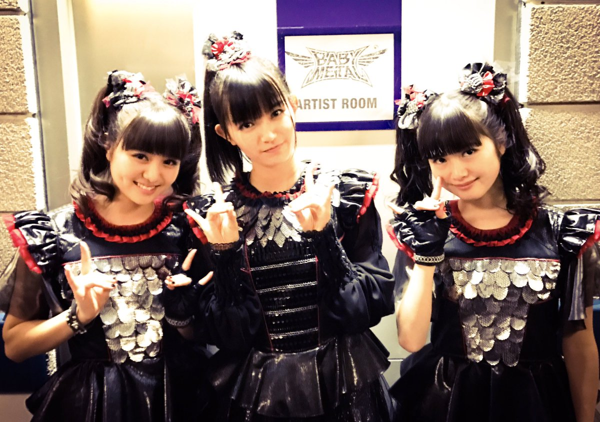 Thank you and Goodbye 2016!! Hello 2017!! Happy new year!! #BABYMETAL #2017 https;//t.co/UfFfMvtknO