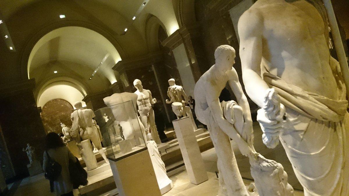 ルーブル美術館の中が石膏ボーイズ!!#石膏ボーイズ