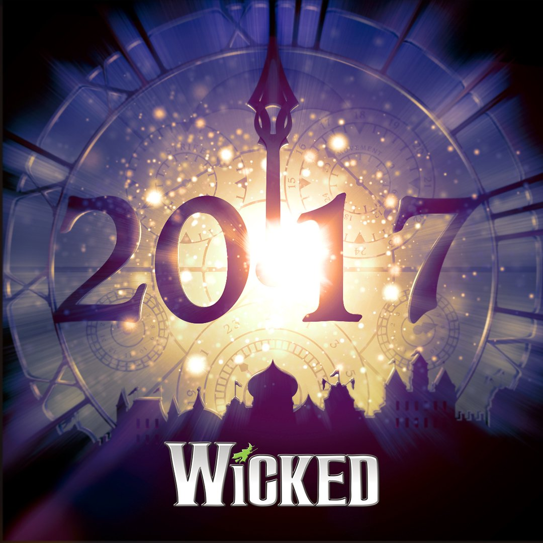 """It's #midnight…""""time to trust my instincts, close my eyes and leap."""" #HappyNewYear https://t.co/Ocnlk6gccU"""
