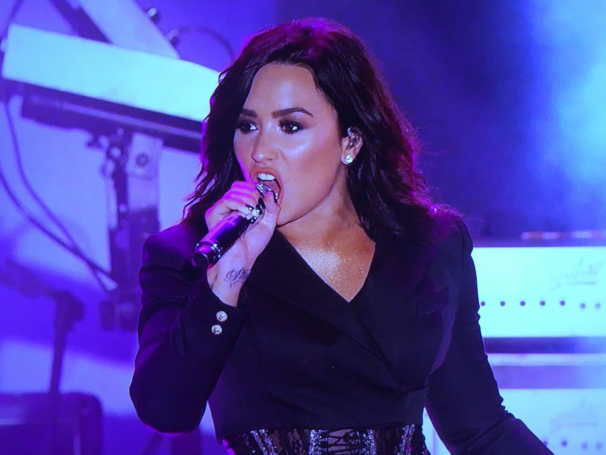 Demi Lovato '#NewYearsRockinEve 2017' Video -- Watch Performance! https://t.co/NISigkP1dD https://t.co/kZjBsLY8t5