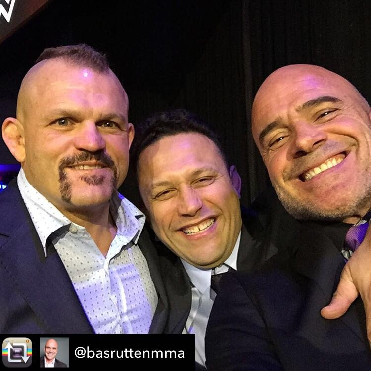 It's hard to put into words how much badass there is in 1 photo here @chuckliddell @renzograciebjj @basruttenmma https://t.co/2BP6CMOFLf