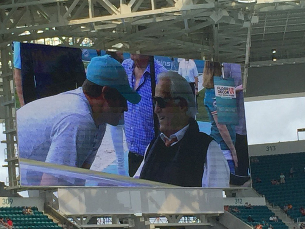 Cool moment. Hard Rock scoreboard shows Gase chatting with Shula pregame. https://t.co/QloYbSiPNX
