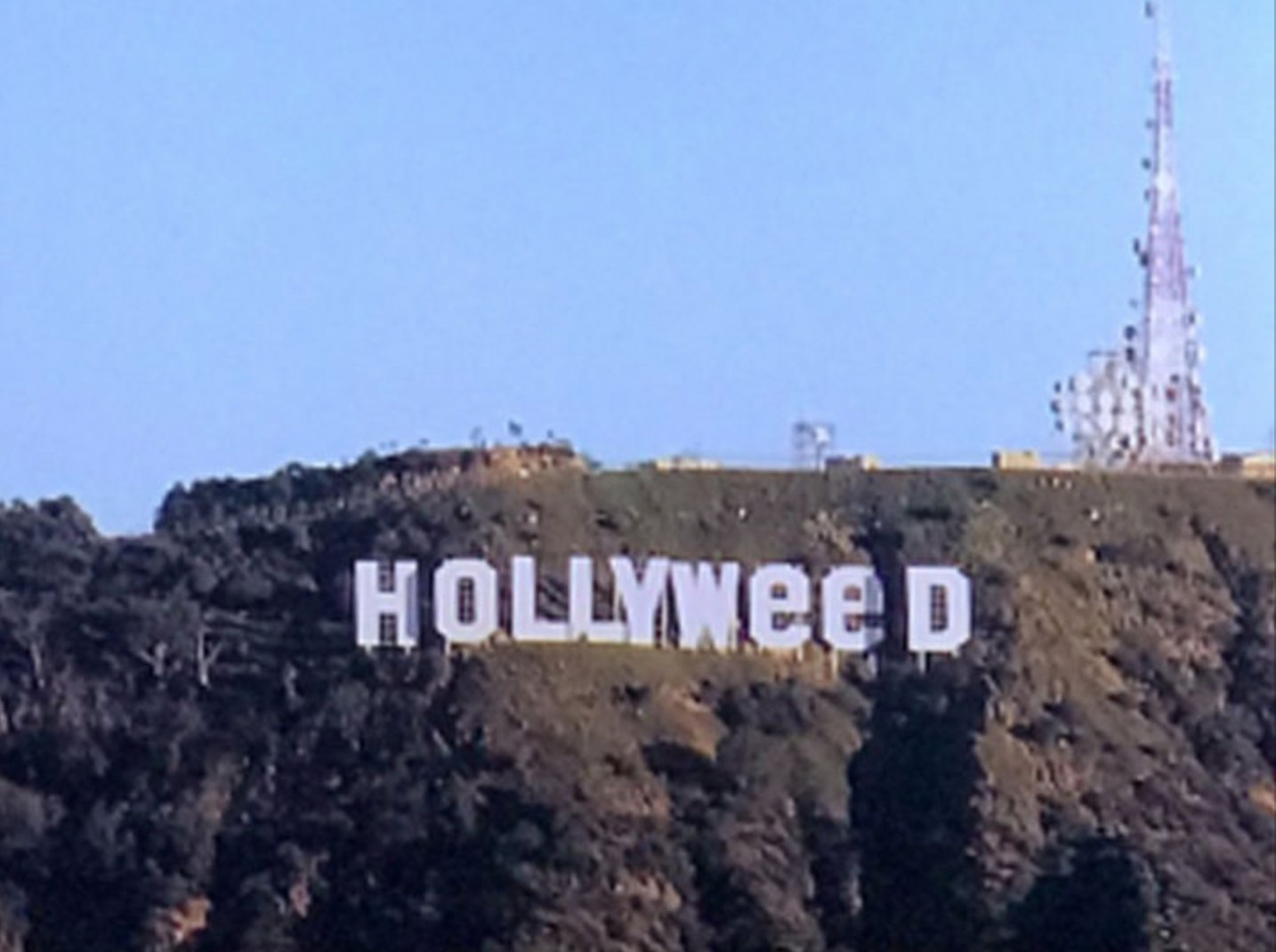 The Hollywood sign was changed to say Hollyweed today https://t.co/NSWmbgz9aP