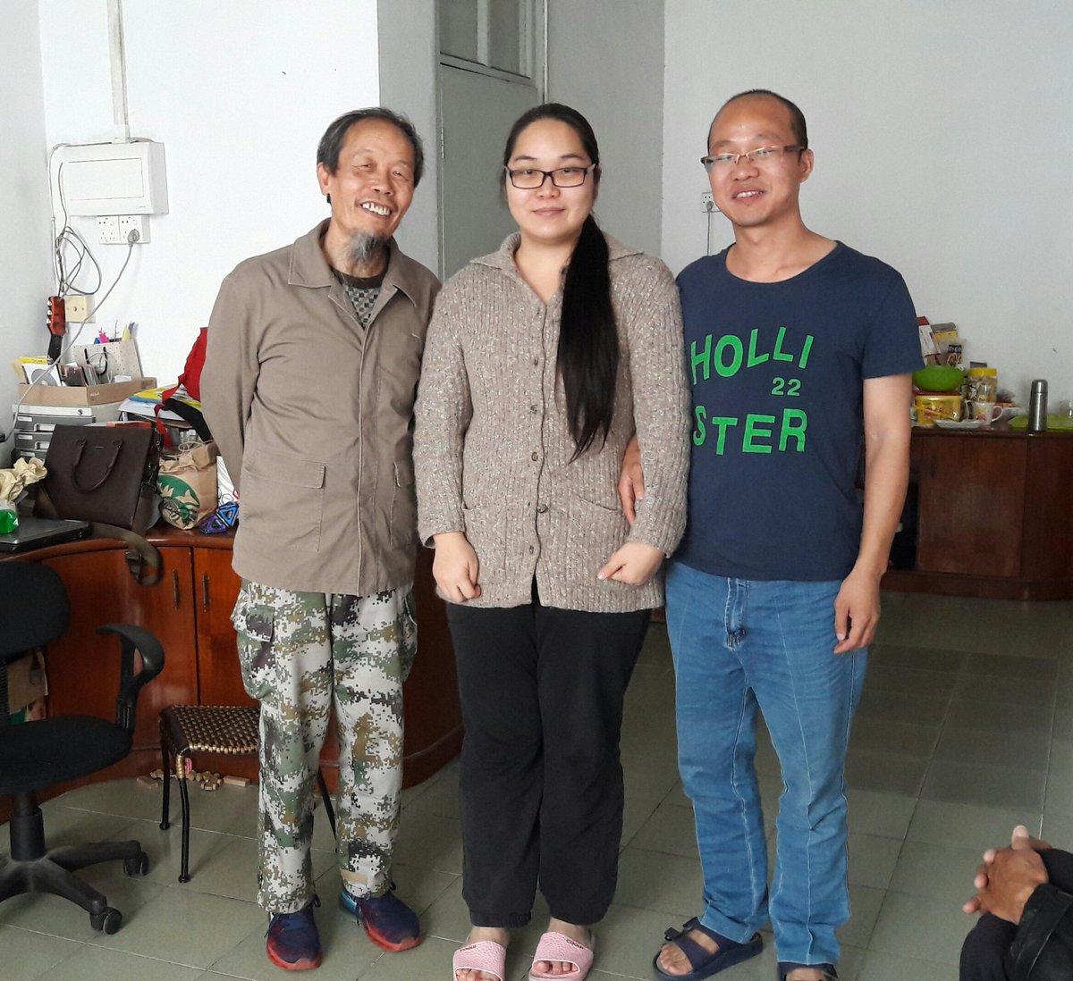 在广州王清营家,与清营夫妻合影 https://t.co/bJgvi75Ar4