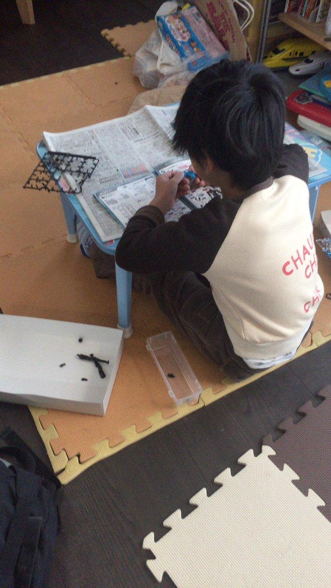 新春つくるーぜ会開催中〜╰(*´︶`*)╯今日は、5歳のお子さんがマジンボーンを作ってます(*´꒳`*)取説を見ながら頑