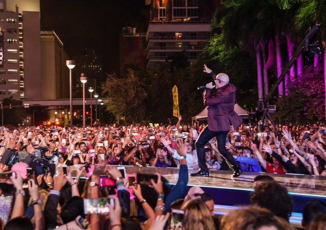 #PitbullNYE recap from @bayfrontparkmia #MrWorldwide #Dale #HappyNewYear https://t.co/NYMycsIYFH