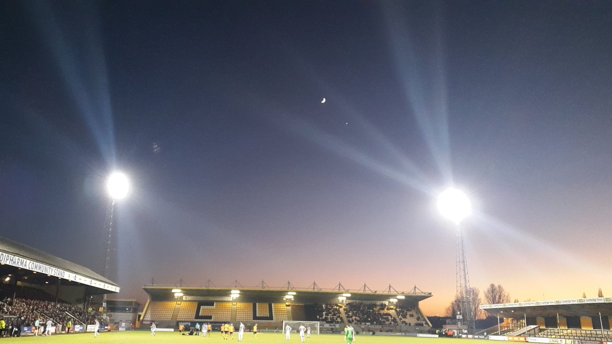 The Moon and Venus shone down as we saw @CambridgeUtdFC  demolish Notts County 4-0 this afternoon https://t.co/xZAxEJouS9