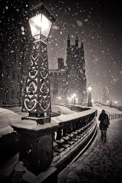 RT @gormen_lazim: Karlı bir gece.. Edinburg, İskoçya.. https://t.co/FpgfEbpu4r