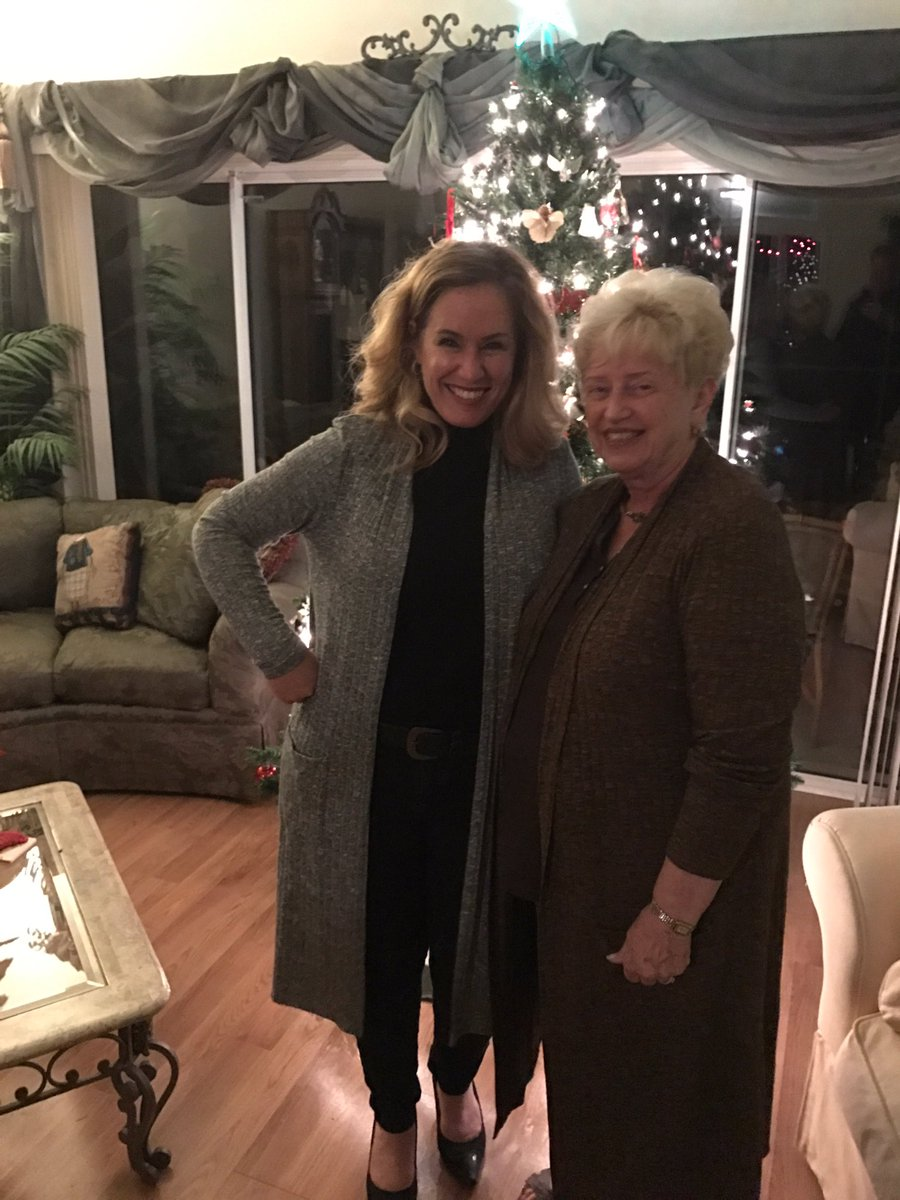 Herb's mom and sister in law looking fabulous in their Lisa Rinna Collection duster cardigans!! ???????????? https://t.co/eE9YigBaHS