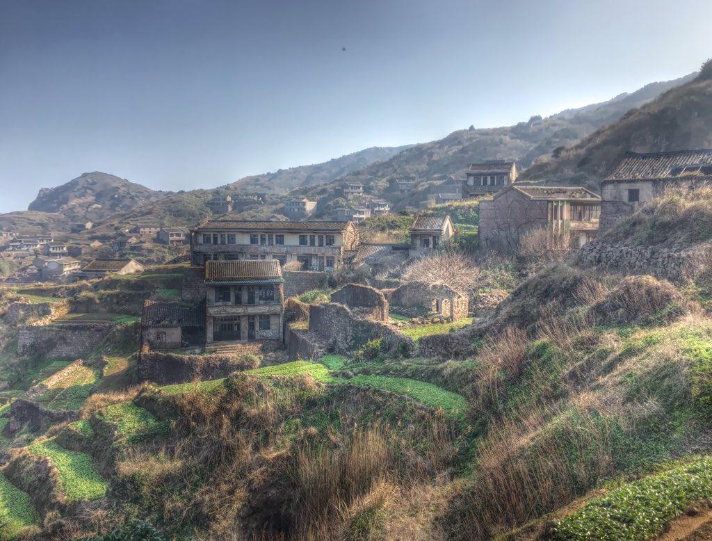 """中国で最も美しい廃村がある島として有名な""""ラピュタ島""""アクセスが悪過ぎて廃村になった背景もあり、ここまで来るのは結構大変"""
