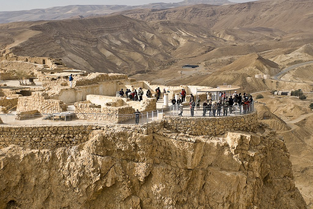 "#DidYouKnow Masada translates to ""mountain castle""? With views like this, it's a must-see for your to-do list! https://t.co/zvSNDQrkW6"