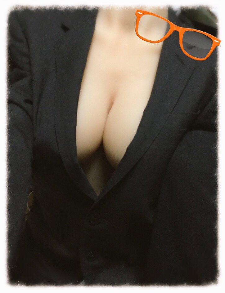 裸スーツもなんかいいかなと思った今日この頃(´,,•ω•,,) #1ミリでもいいなと思ったらRT https://t.co/e4JjFlScnp
