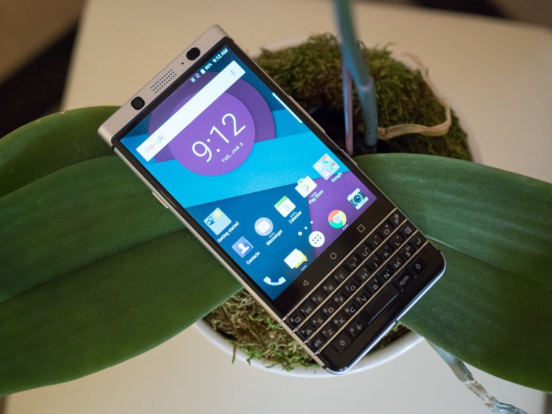 TCL introduces the QWERTY Android-powered BlackBerry 'Mercury' at CES 2017 https://t.co/CJiSo5r9XN https://t.co/FU6TyJl42w