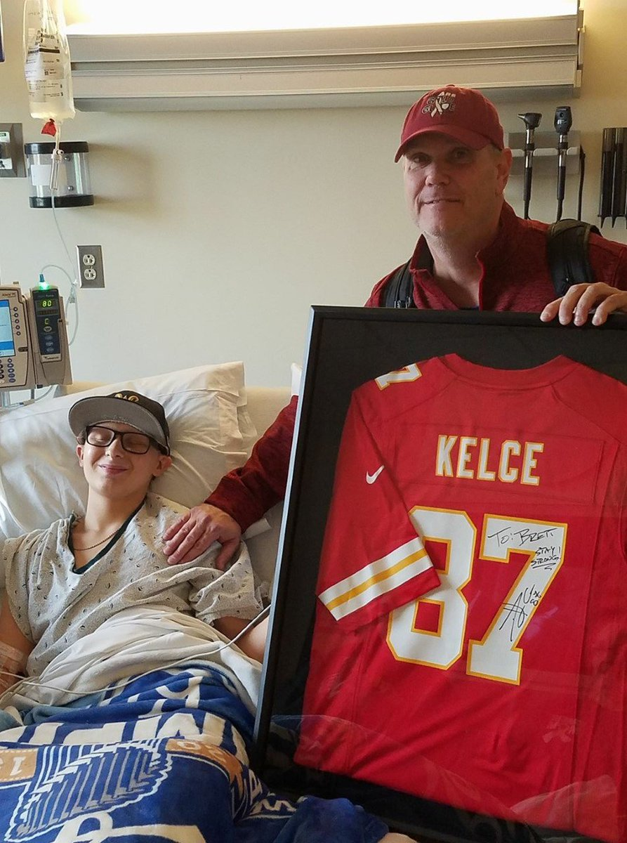 Teen battling cancer gets surprise from @Chiefs player @tkelce https://t.co/2FbfnO39W2 #ksproud #ChiefsKingdom https://t.co/CR1a9W94o5